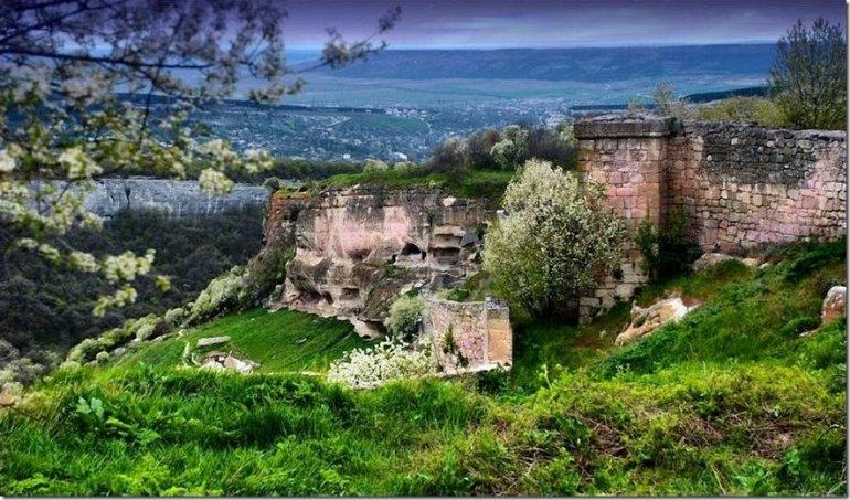 Крепостной город иудеев – Чуфут-Кале и Успенский монастырь, изображение №12