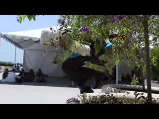 Assassins Creed 4 Meets Parkour in Real Life (6 sec)