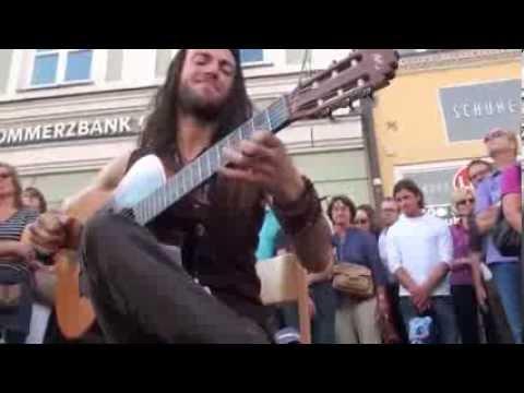 Гитара в руках виртуоза волшебника зачёт пример и подрожание новичкам в пример