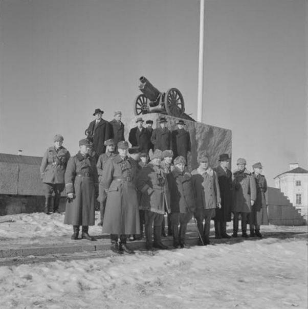 Äänislinna (финск Онежская крепость), название Петрозаводска Во время оккупации финскими войсками 19411944 гг. Как видите, переименовывать населенные пункты любили не только