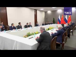 Президент России Владимир Путин проводит встречу с председателем КНР Си Цзиньпином в Бразилии