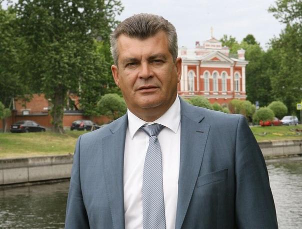 Глава Колпинского района пошел против политики президента ради денег