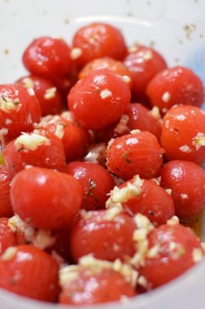 Китайцы считают помидор ягодой (каковой он ботанически и является.