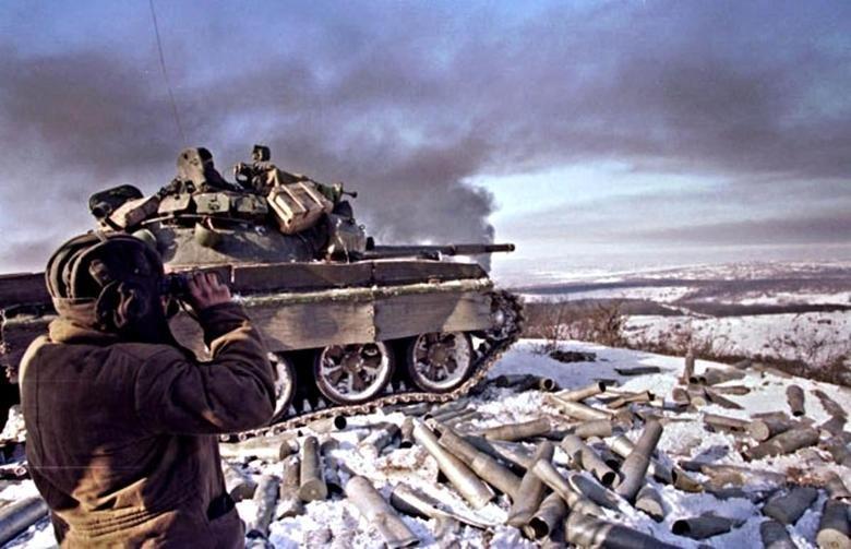 Т-62М 160-го гвардейского полка обстреливают Грозный