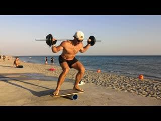Это наш тренер по функциональным тренировкам  Игорь Потапов