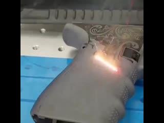 На лазерную гравировку можно смотреть вечно!