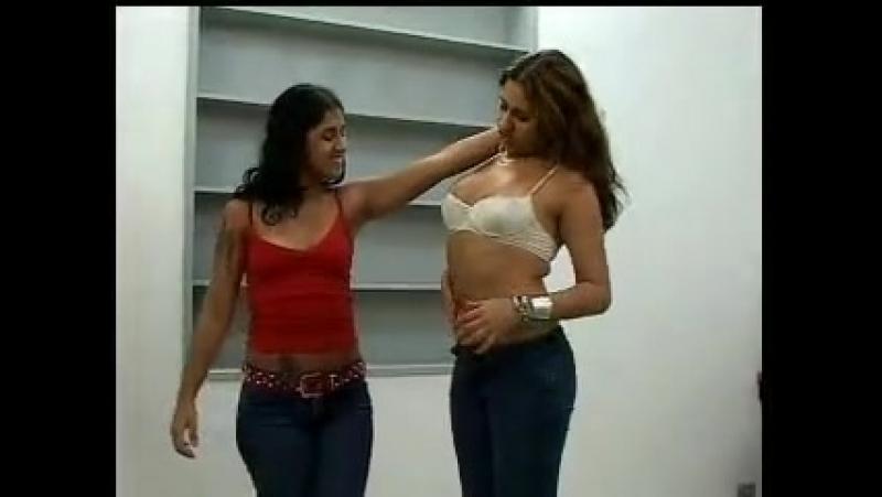 Garotas belly punch
