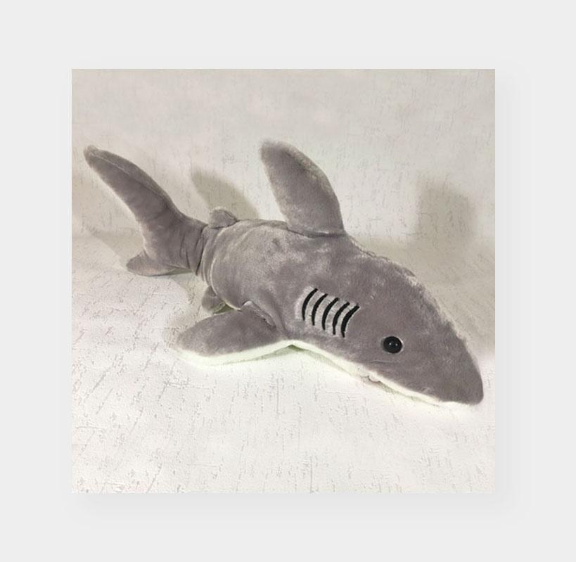 Фото акулы на фоне старых обоев