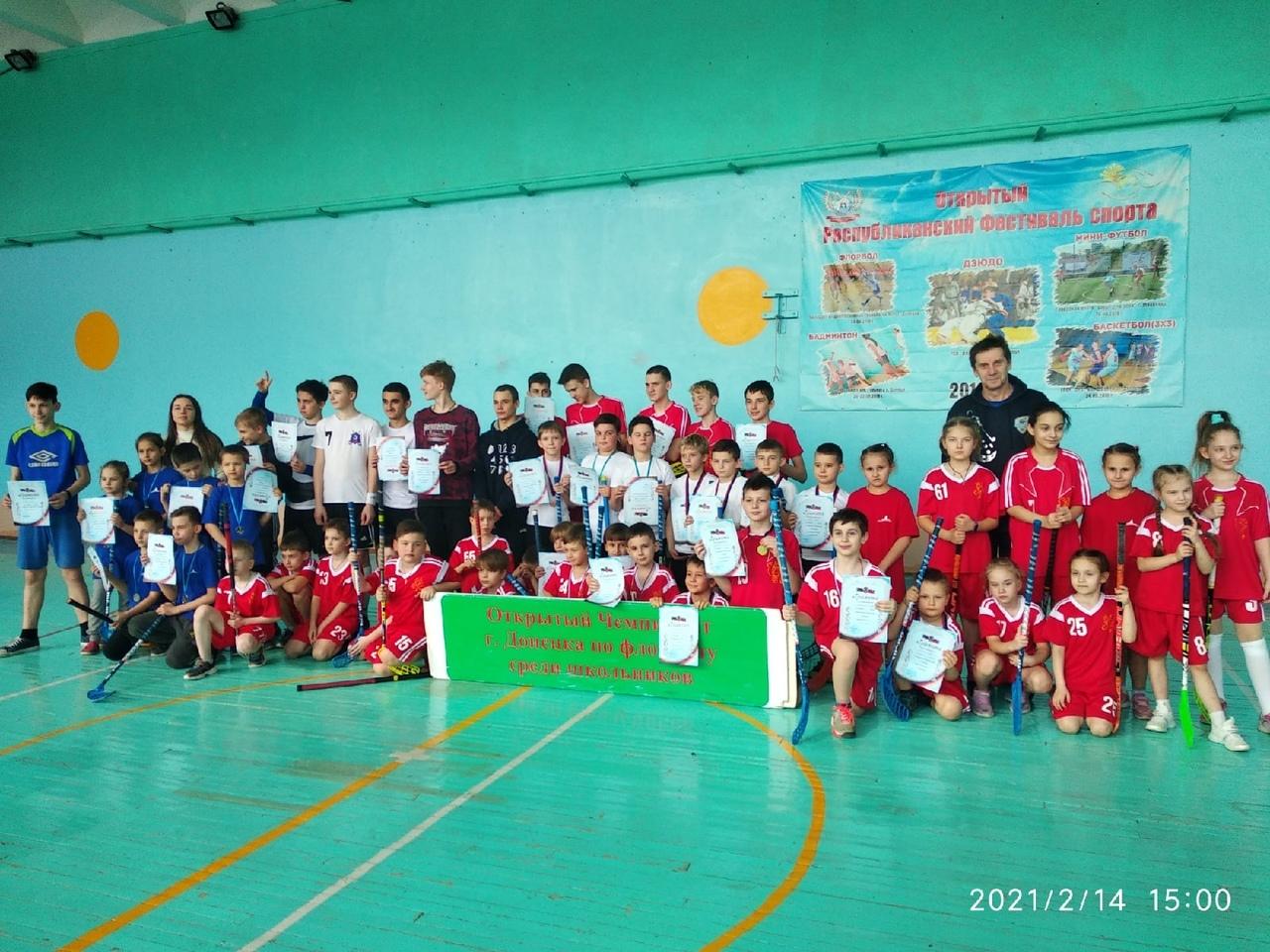 Завершился первый тур соревнований по флорболу среди школьников