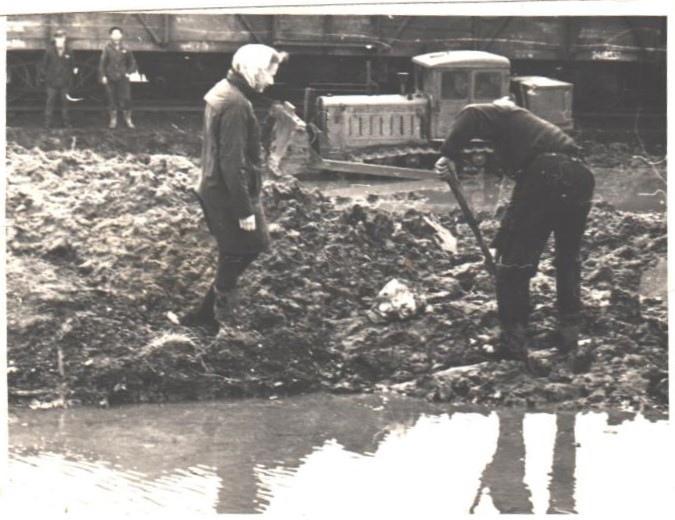 Фото 1970-ых годов, во время подготовки земляного