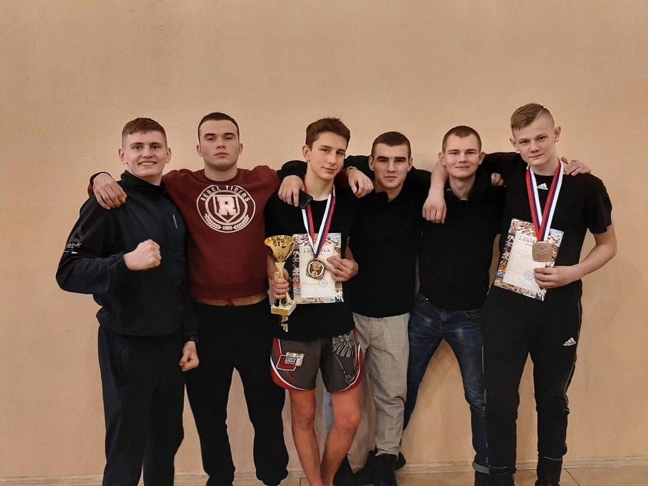 Петровчане стали чемпионами областного первенства по смешанному боевому единоборству