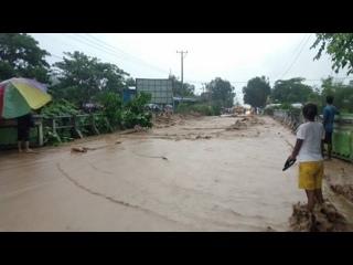 Более 50 человек погибли в результате наводнения и оползней в Индонезии
