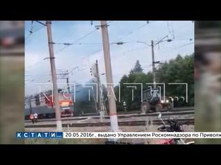 Сельский тракторист предотвратил катастрофу, оттащив горящий электровоз от состава с бензином