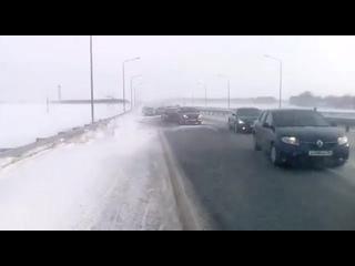 Несколько ДТП произошло на 80-м километре трассы Уфа-Оренбург из-за гололеда и сильной метели