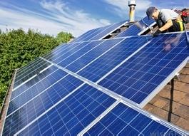 Солнечные панели иногда подключаются к внешнему контроллеру.