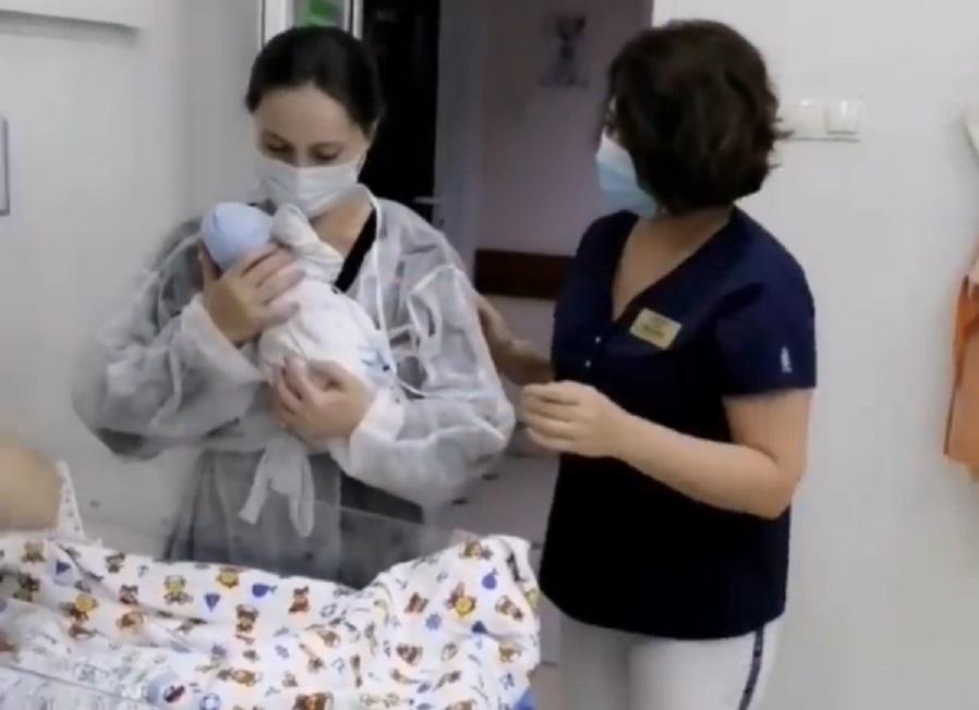 Жительница КЧР родила трех мальчиков