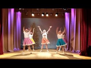 """02:46 Новогодний ВООМ. Флешмоб у клубной мульти-ёлки.Танц.коллектив """"Сияние""""."""