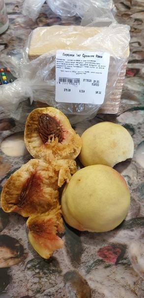 Купила вчера 2 персика в Командоре в 4-57.Снаружи ...