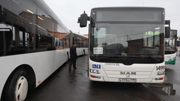В Петербурге запустят дополнительные автобусы к кладбищам в День Святой троицы