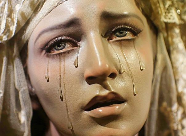 Слезы Девы Марии. Чудеса или мошенничество История содержит сведения о многих чудесах, случавшихся в разные времена и в разных городах. Но наиболее распространенным феноменом являются плачущие