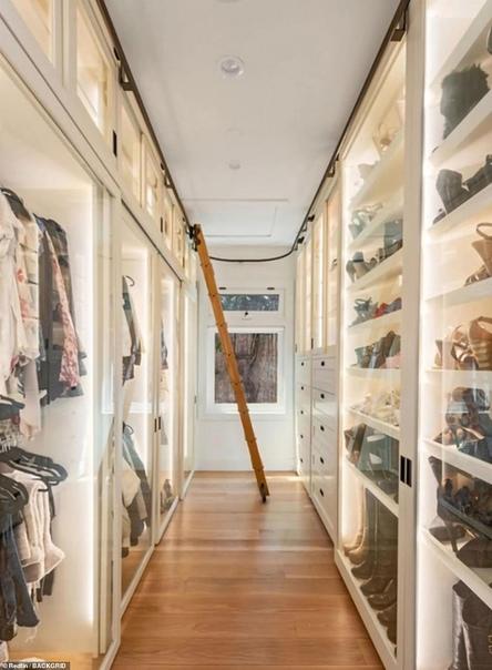 Аврил Лавин потратила 7,8 миллиона долларов на современный дом в Малибу с четырьмя спальнями и видом на Тихий
