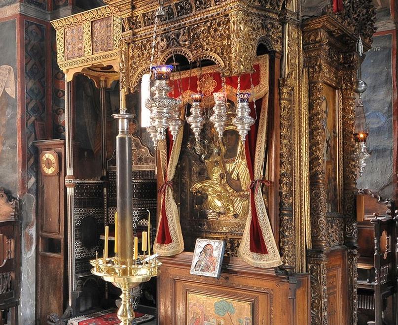 Сербская чудотворная икона Божией Матери «Троеручица»