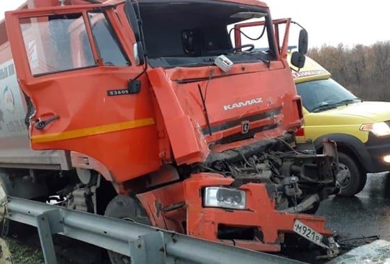 🗣 Водитель мусоровоза пострадал в массовом ДТП под...