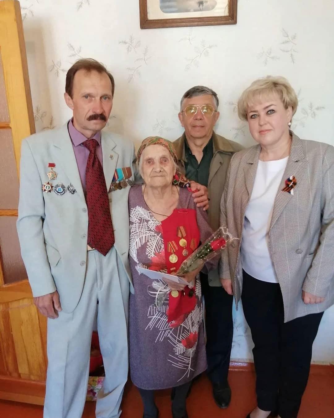 В Петровске продолжают чествовать и поздравлять с наступающим Днём Победы участников Великой Отечественной войны