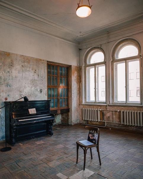 Музей «Полторы комнаты» Иосифа Бродского. ⠀Адрес: Литей...