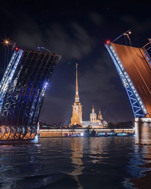 Петропавловский собор в створе разведенного Дворцового мо...
