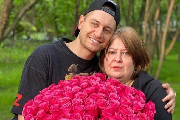 Мать Давида Манукяна расплакалась, рассказываю о том, как было трудно с ним в детстве: