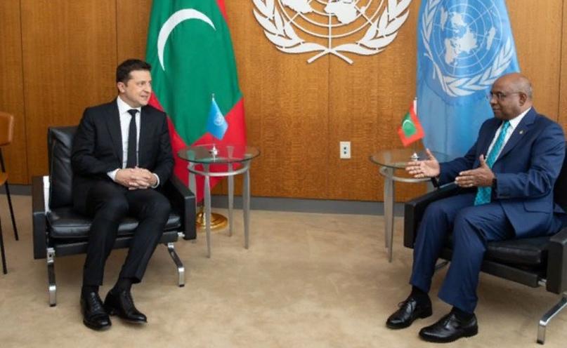 Зеленский провел переговоры в ООН с флагом Мальдив за спиной вместо украинского