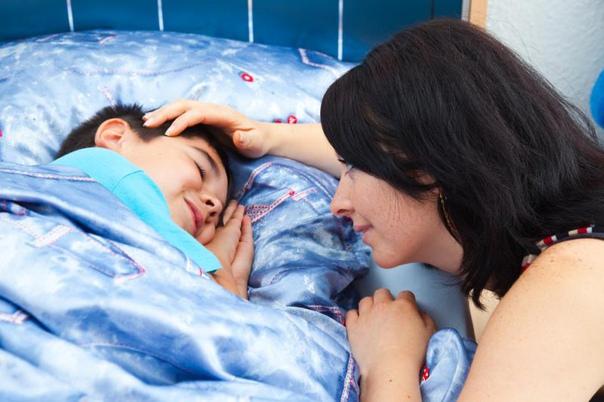 Не можете разбудить ребенка? Начните задавать ему вопросы...