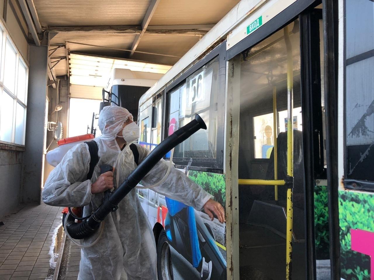 В городе Таганроге продолжается дезинфекция общественного транспорта