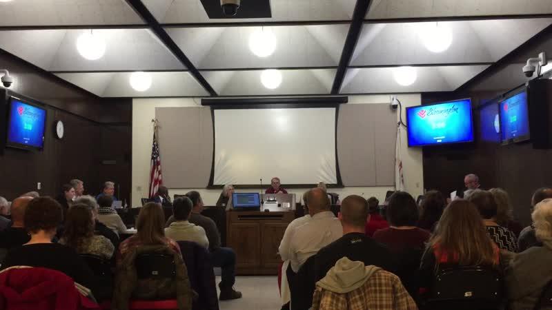 Начало заседания Совета депутатов города Блумингтон