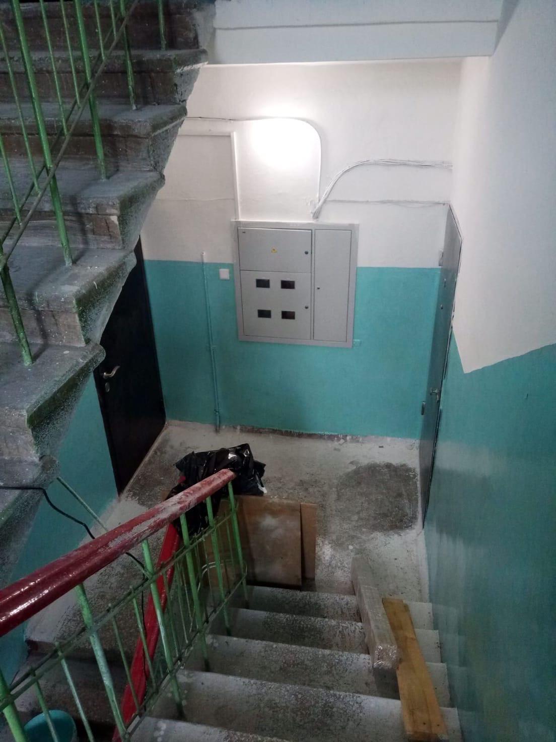 Улица Большева дом 15 декоративный ремонт подъезда