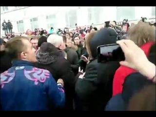 Рустем Адагамов - Как сегодня жители задыхающегося от сероводородной вони Волоколамска встретили главу своего района Гаврилова.