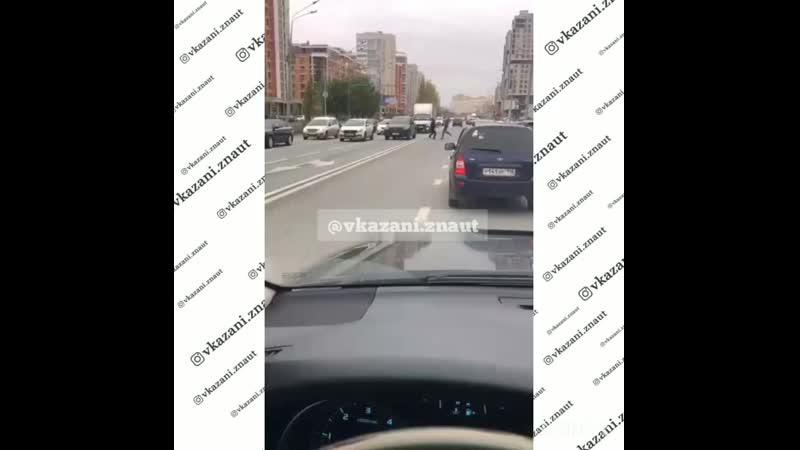 В Казани на ул Чистопольская автолюбители что то не поделили