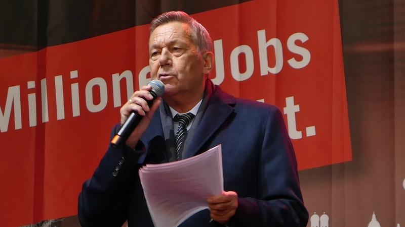 Roland Kaiser spricht bei der Demo Alarmstufe Rot am 28 10 20 in Berlin