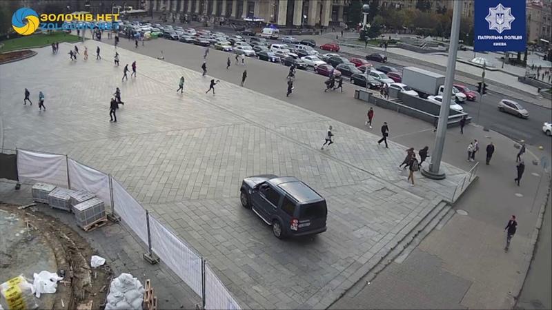 Момент ДТП на Майдані Незалежності у Києві водій збив на смерть двох людей