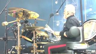 """Queen+Adam Lambert Perform """"Hammer To Fall"""" At Fire Fight Australia On 2/16/20"""