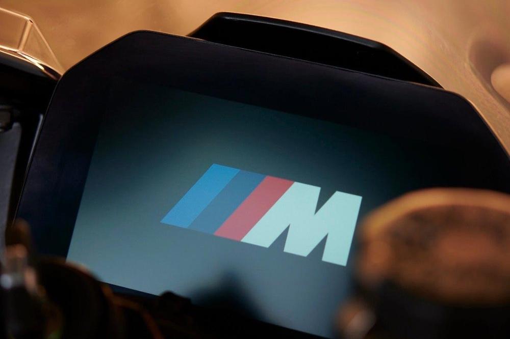 Супербайк BMW M1000RR 2021 представят 23 сентября в прямом эфире