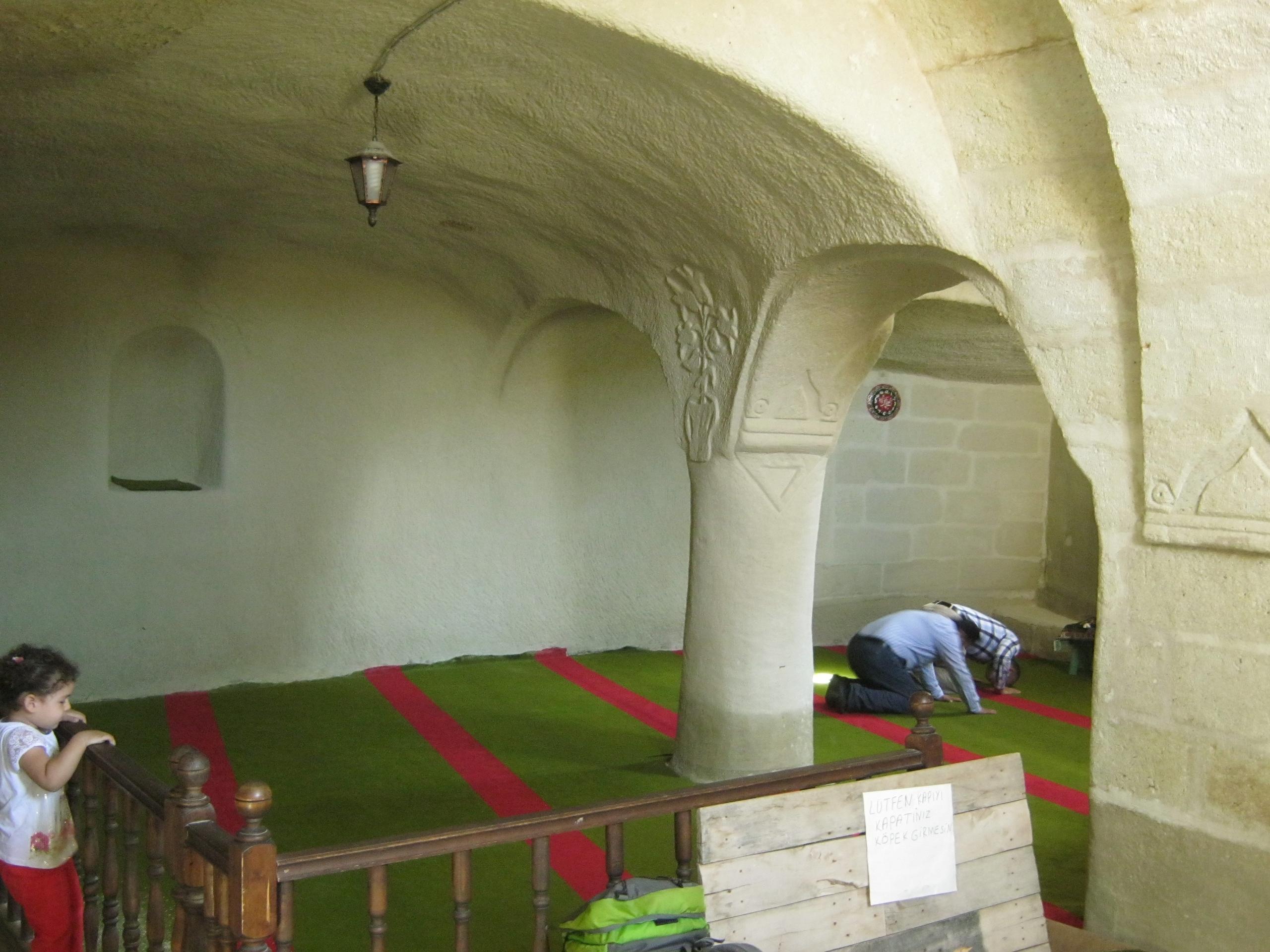 мечеть в скале в Каппадокия