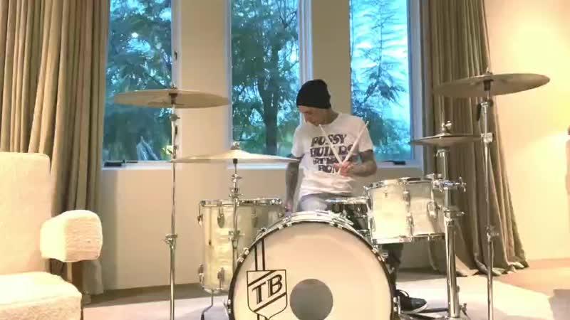 Кавер Machine Gun Kelly и Travis Barker на песню Paramore Misery Business