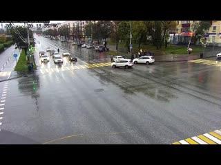 В центре Перми подросток бегал по дороге и бросался под автомобили